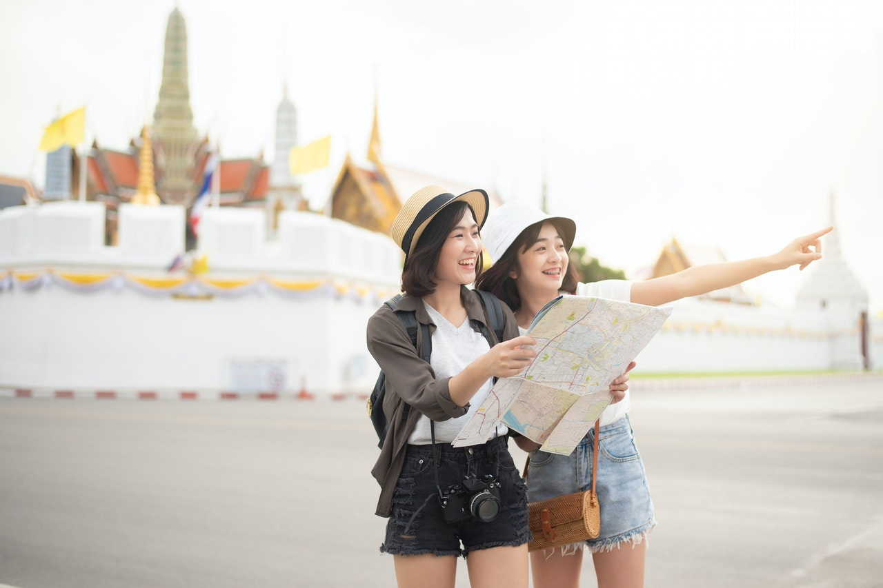 two girl in city travelling